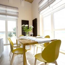 Salon - dębowy stół